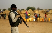 Soldier in Niger holding a gun. Credit: Reuters
